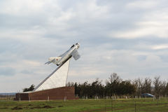 MiG-17, ustanawiający na cześć żołnierzy, lotnicy, członkowie wyzwolenie Taman półwysep w bitwach przeciw nazi obraz royalty free