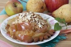 Migaja con las manzanas cocidas. fotos de archivo libres de regalías