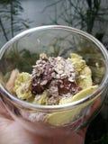 Migaja del cereal del nuttella de la mantequilla del aguacate imágenes de archivo libres de regalías
