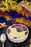 Migaja deliciosa hecha en casa dos con las bayas en repartido fotos de archivo libres de regalías