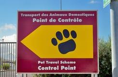 Migdali paszportowego zwierzęcego kontrolnego centre dla podróży Zlany królewiątko obrazy royalty free