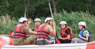 Migea Ukraina - Juni 17, 2017 Grupp av lycksökaren som tycker om vatten som rafting aktivitet på floden Migea Ukraina på Juni 17 Royaltyfri Foto