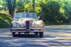 1000Miglia Italiaans historisch uitstekend autoras Stock Foto's