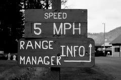5 MIGLIA ORARIE di velocità fotografia stock