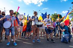Migliaia di dimostranti si sono radunati in città attraverso la Romania Fotografia Stock Libera da Diritti