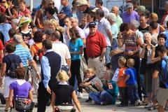 Migliaia di gente camminano con l'escursione di quattro giorni nei Paesi Bassi Immagini Stock