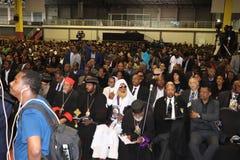 Migliaia di gente hanno assistito al funerale dell'ex presidente dell'Etiopia, il Dott. Negasso Gidada, nella capitale, Addis Aba immagini stock