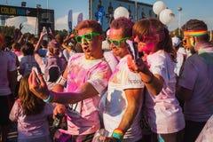 Migliaia di gente partecipano al funzionamento 2014 di colore a Milano, Italia Immagini Stock Libere da Diritti