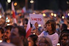Migliaia di oppositori di governo hanno protestato a Cracovia contro le nuove riforme giudiziarie ed i progetti per il futuro per Fotografie Stock Libere da Diritti