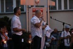 Migliaia di oppositori di governo hanno protestato a Cracovia contro le nuove riforme giudiziarie ed i progetti per il futuro per Fotografia Stock