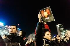 Migliaia di protesta della gente a Bucarest Fotografie Stock Libere da Diritti