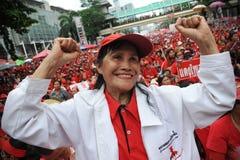 Migliaia di protesta rossa delle camice a Bangkok Fotografia Stock