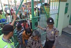 Migliaia di residenti allineati per carne sacrificale Fotografie Stock Libere da Diritti