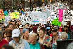 Migliaia di via del pacchetto dei dimostranti nella giustizia sociale March di Atlanta Fotografia Stock