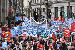 Migliaia marzo a sostegno di NHS Fotografia Stock Libera da Diritti