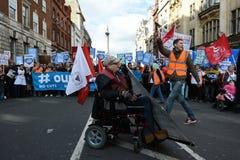 Migliaia marzo a sostegno di NHS Immagini Stock Libere da Diritti