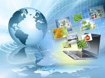 Migliore concetto del Internet del commercio globale Globo, linee d'ardore su fondo tecnologico Elettronica, Wi-Fi, raggi Fotografie Stock Libere da Diritti