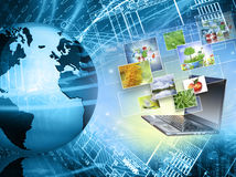 Migliore concetto del Internet del commercio globale Globo, linee d'ardore su fondo tecnologico Elettronica, Wi-Fi, raggi Immagini Stock