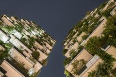 Migliore edificio alto universalmente di notte immagini stock