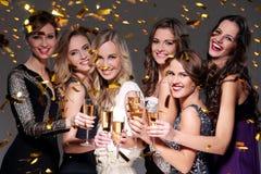 Migliori amici che hanno un partito del nuovo anno Immagini Stock Libere da Diritti