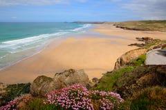 Migliori colori ricchi BRITANNICI di Perranporth Inghilterra della spiaggia di Cornovaglia immagine stock libera da diritti