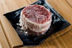 Mignon de faixa envolvido bacon selado vácuo congelado Fotografia de Stock
