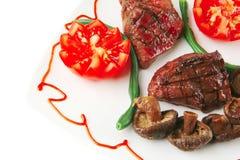 Mignon de filet de rôti avec des tomates images stock