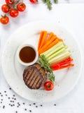 Mignonlapje vlees met demi-glacesaus Stock Afbeelding