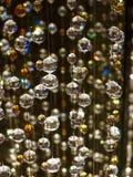 Migocące Szklane Krystaliczne sfery Wiesza Pionowo Fotografia Stock