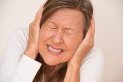 Migraine douloureuse de mal de tête de femme Photographie stock libre de droits