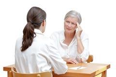 Migraine van de artsen de hogere geduldige hoofdpijn Stock Afbeeldingen