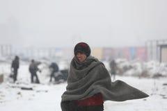 Migranter i Belgrade under vinter Arkivfoton