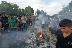 Migrants de Moyen-Orient attendant à la frontière hongroise Image stock