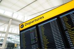Migrar a informação, chegada, partida no aeroporto, Londres imagens de stock royalty free