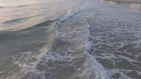 Migrar a linha de mar lentamente de revelação em Daytona Beach Florida filme
