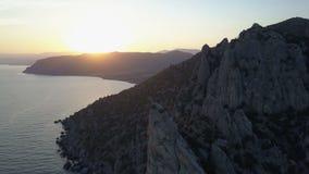 Migrar sobre rochas e mar para o por do sol filme