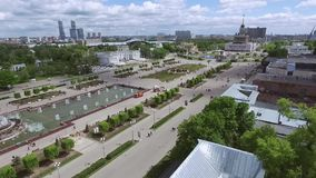 Migrar sobre um grande parque bonito no centro da cidade filme
