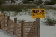 Migratory Birds Fencing. Dauphin Island, Alabama protects the nesting habitat of migratory birds along its beaches stock images