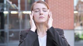 Migrena, Niewygodny Zaakcentowany Młody bizneswoman zbiory