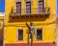 Miguel Hidalgo Statue Alhondiga de Granaditas Guanajuato México imagenes de archivo