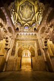 Mihrab och tak av Mezquita i Cordoba Arkivbild