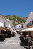 MIJAS ANDALUCIA/SPAIN - JULI 3: Kaféer i Mijas Andalucia Spanien Royaltyfria Foton