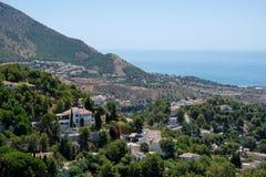 MIJAS ANDALUCIA/SPAIN - JULI 3: Sikt från Mijas i Andalucia Arkivfoto