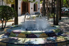 MIJAS ANDALUCIA/SPAIN - JULI 3: Springbrunn i Mijas Andalucia Sp Arkivbilder