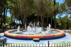 MIJAS ANDALUCIA/SPAIN - JULI 3: Springbrunn i Mijas Andalucia Sp Royaltyfria Bilder
