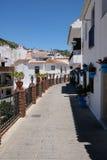 MIJAS, ANDALUCIA/SPAIN - LIPIEC 3: Widok Ceglani mola i Błękitny F Obraz Royalty Free