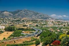 Mijas in Malaga, Andalusia, Spanje De zomercityscape Royalty-vrije Stock Foto's