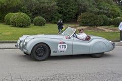 1000 mijlen, Jaguar XK 120 OTS (1949), BERG Joe en lLYSGAARD Lea Stock Foto's
