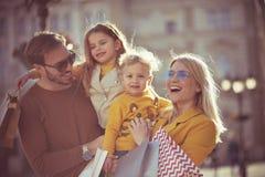 Mijn familie is klein maar gelukkig stock fotografie