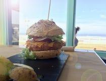 Mijn smakelijke hamburger Stock Foto's